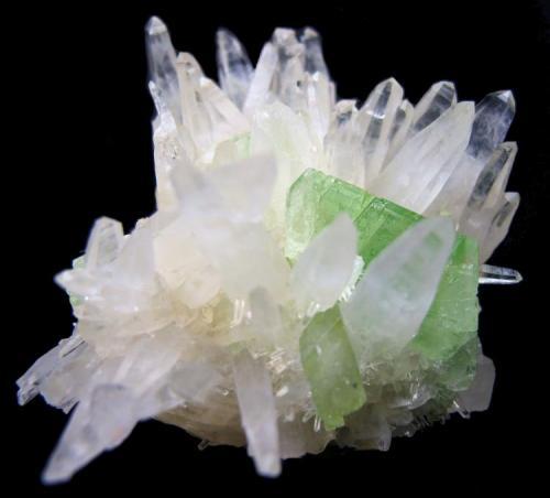 Augelite, quartz Tamboras area, Mundo Nuevo, Huamachuco, Sanchez Carrion Province, La Libertad Department, Peru 61 mm x 61 mm x 51 mm (Author: Carles Millan)