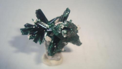 Brochantite Milpillas, Sonora, Mexico. 3x3.5 cm. (Author: javmex2)