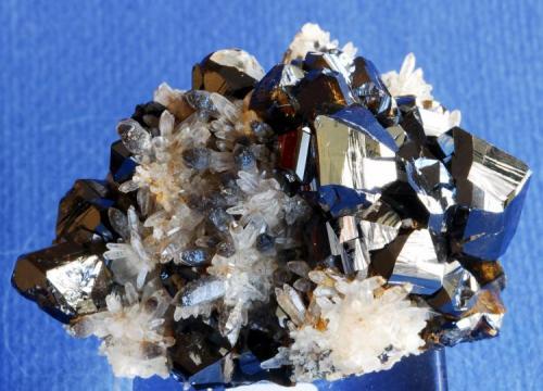 Casiterita Mina Viloco (Araca mine), Loayza , La Paz Department, Bolivia  6x3 cm (Autor: E. Llorens)