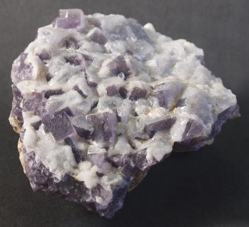 Fluorita recubierta de cuarzo. Pieza de 9cm x 7 cm, arista mayor 9 mm (Autor: MMorales)