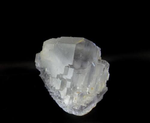 FLUORITA casi flotante. Mina La Viesca-La Collada-Asturias. Cristal de 4x4,1cm. (Autor: DAni)