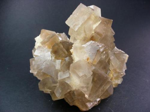 Fluorita. Minas Gloria. Hornachuelos. Córdoba. Pieza: 8 x 8 cm. Cristal mayor: 15 mm arista. (Autor: Juan Cabezas)