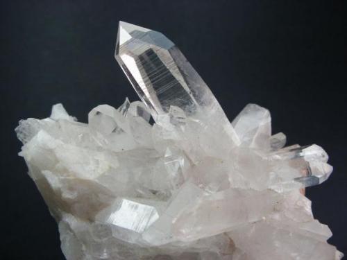 Cuarzo. Alkiza. Guipúzcoa. Pieza: 6 x 6 cm. Cristal mayor: 3.5 cm. (Autor: Juan Cabezas)