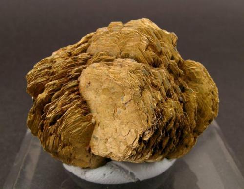 Pirrotita Zona minera de Herja, Herja, Maramures, Rumania Encontrada aproximadamente en 1927 Ex Colección Folch duplicados Tamaño de la pieza: 3.6 × 2.8 × 2.2 cm. Foto: Minerales de Referencia (Autor: Jordi Fabre)