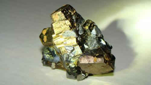 Pirrotita asociada con galena, Santa Eulalia Chihuahua Mexico. tamaño: 4cms x 4.5 cms (Autor: javmex2)