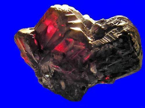 Cristal de Pirargirita, Mina Santa cecilia, hiendelaencina, Guadalajara. Tamaño 2,4x1,7x1,7 cm. Col y foto Nacho Gaspar. (Autor: Nacho)