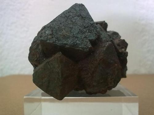 Magnetita Jerez de los Caballeros, Badajoz, Extremadura, España Cristal mayor 3.5 cm. de arista (Autor: jose manuel gomez)