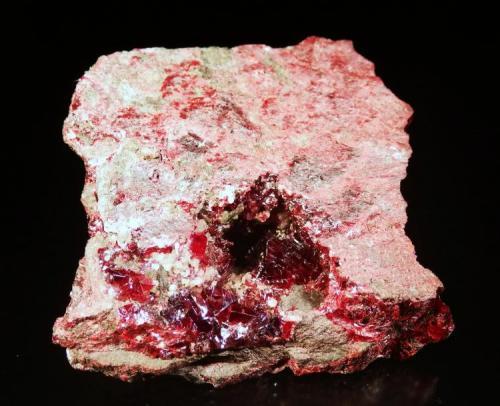 Cinabrio Minas de Almadén, Almadén, Ciudad Real, Castilla La Mancha, España. 5x5x1 cm. Cristales de Cinabrio hasta 1,1x0,9 cm. Col. y foto Nacho Gaspar. (Autor: Nacho)