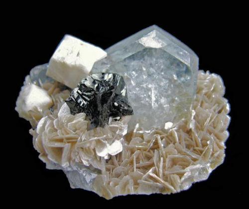 Beryl, cassiterite, albite, muscovite Xuebaoding, Huya, Pingwu, Mianyang, Sichuan, China 64 mm x 51 mm x 42 mm (Author: Carles Millan)