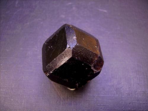 Almandino Mina Altay, P. Altay, Xin Jiang, China 3,5 x 3 cm. Otra foto del granate anterior (Autor: Antonio Alcaide)