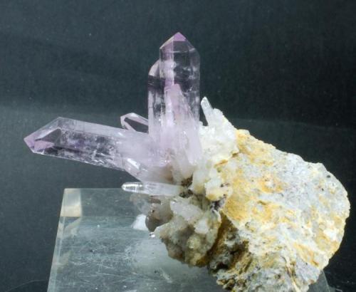 Cuarzo Amatista Las Vigas - Veracruz - México 65 x 55 x 40 mm El cristal mayor mide 30 mm (Autor: Joan Martinez Bruguera)