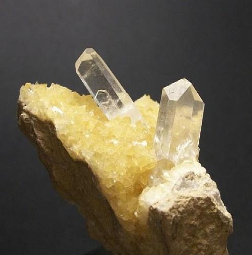 Celestina con calcita Ulea, Murcia, España 4,5x4,5x5 cms Cristales prismático y tabular de 0,9-1cms aprox. (Autor: Andres Alcaraz)