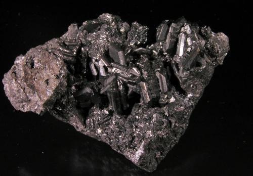 Calcosina. Mina Las Cruces, Gerena, Sevilla, Andalucía, España. 4.5x3x1 cm. Cristales hexagonales hasta 1 cm. Col. y foto  Nacho Gaspar. (Autor: Nacho)