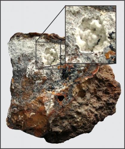 Cuarzo en roca laterítica Morro das Balas, Formiga, Minas Gerais, Brasil Geoda con 2 x 2 x 1,7 cm Foto tomada por el Departamento de Comunicación de la Universidad UNIFOR, Formiga-MG (Autor: Anisio Claudio)