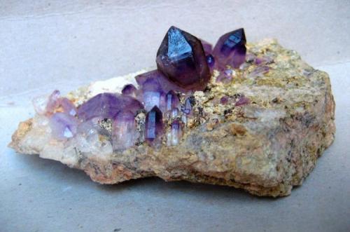 Amethyst Brandberg, Erongo Region, Namibia 120 x 75 x 50 mm, largest crystal 25 mm (Author: Tobi)