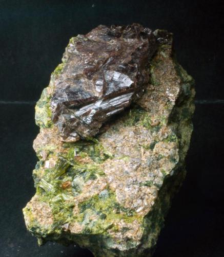 Axinita & Epidota Casterner de les Olles - Serra de Sant Gervàs - Tremp - Lleida - Catalunya -España 70 x 55 x 50 mm (Autor: Joan Martinez Bruguera)