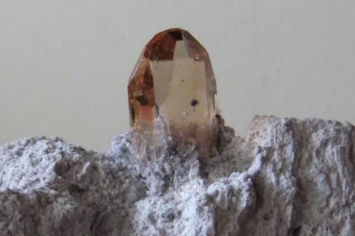 Topacio Thomas Range, Juab Co., Utah, USA Cristal de 1,2 cm. (Autor: joaquin cabezudo)