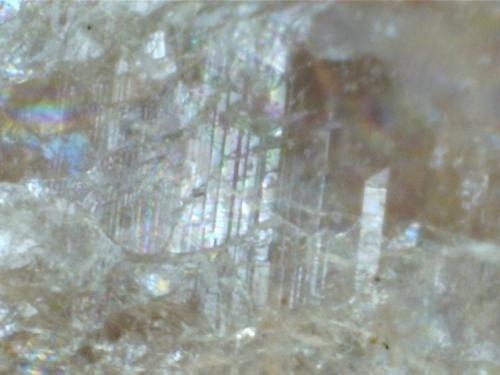 Macla polisintética de la plagioclasa Perth, Ontario, Canadá 400X (Autor: prcantos)