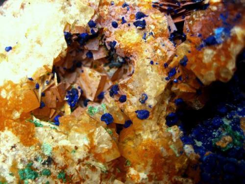 Azurite, malachite, fluorite, baryte Aouli, Khénifra Province, Meknès-Tafilalet Region, Morocco FOV 30 mm (Author: Tobi)