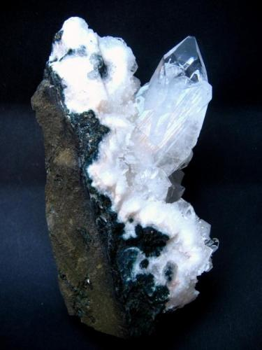 Apophyllite Jalgaon District, Maharashtra, India Specimen height 100 mm, main crystal 50 mm (Author: Tobi)