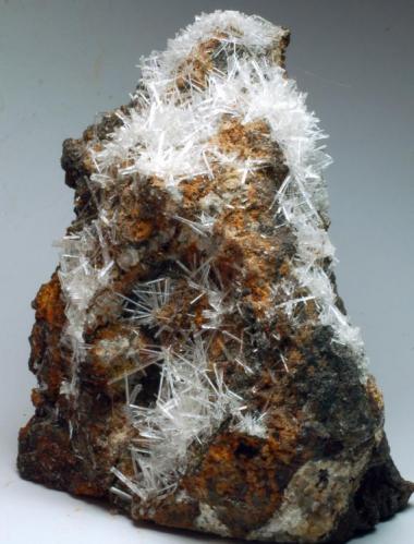 Yeso Grupo minero San Timoteo/Humboldt - Portman - Sierra minera de Cartagena y la Unión - La Unión - Murcia - España 85 x 75 x 45 mm (Autor: Joan Martinez Bruguera)