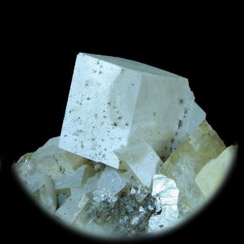 Dolomita Corta Castilla, Setiles, Guadalajara, España 6x5 cm. Tamaño del cristal (Crystal Size): 2 cm. Col. & Fot. Juan Hernandez. Recogido en Julio de 2007 (Collected in July of 2007). (Autor: supertxango)