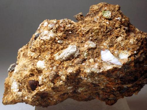 Granate Mines de Can Viader - Gualba de Dalt - Montseny - Vallès Oriental - Barcelona - Catalunya - España 90 x 50 x 30 mm (Autor: Joan Martinez Bruguera)