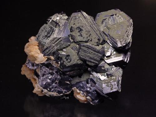 Esfalerita, Galena, Pirita y Calcita Mina Nikolaesvki, Dalnegorsk, Tetjuche Rusia. 105 x 100 mm, cristal 35 mm (Autor: JRG)