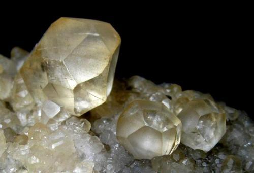 Calcite La Cuerre Mine, Rionansa (Herrerías), La Florida mining area, Sierra de Arnero, Cantabria, Spain Largest crystal 1,5 cm (Author: Tobi)