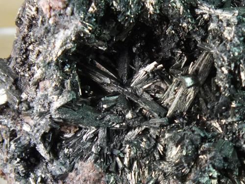 Manganita Ilfeld, Harz, Alemania 1,2 x 1,5 cm Detalle de la pieza anterior (Autor: molsina)