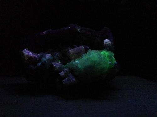Fluorapatite/Hyalite Opal UV Cerro de Mercado Mine, Victoria de Durango, Durango, Mexico 13cm x 9cm x 5cm (Author: Mark Ost)