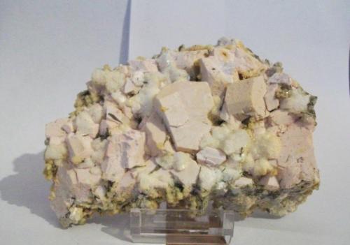 Ortosa, albita, epidota, prehnita Valdemanco, Madrid, España 15x8 cm (Autor: Nieves)
