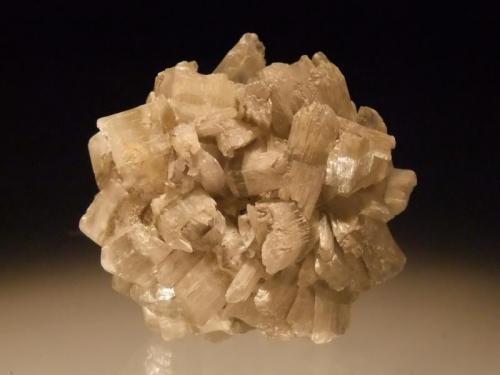 Gypsum Bannockburn, Otago, New Zealand 5x4.5 cm (Author: Greg Lilly)