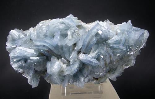 Barita Complejo Minero San Jorge, Portman, Sierra Minera de Cartagena-La Unión, La Unión, Murcia, España 14.5 x 7 cm  Barita Azul (Autor: Diego Navarro)