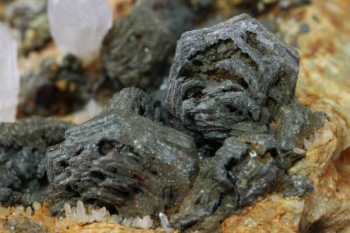Pirrotina Corta Brunita, La Peraleja, Sierra Minera de Cartagena-La Unión, La Unión, Murcia, España 102x87x55 mm  Detalle muestra anterior (Autor: Carles)