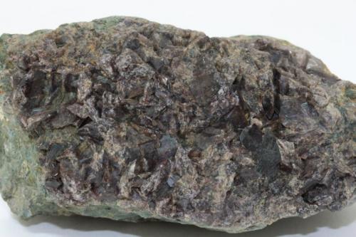 Axinita-(Fe)<br />Barranc de les Collades, Pantà d'Escales, Casterner de les Olles, Tremp, Comarca Pallars Jussà, Lleida / Lérida, Catalunya, España<br />90 x 55 x 45 mm<br /> (Autor: Carles)