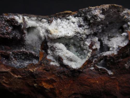 Carbonatofluorapatito Mina Elvira, Mines de Rocabruna, Bruguers, Gavà, Baix Llobregat, Barcelona, Catalunya 7 x 4 x 4 cm (Ampliación de la anterior) (Autor: karbu8)