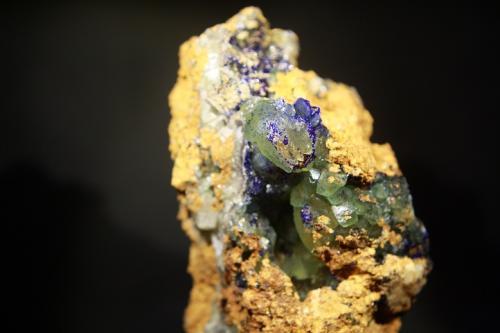 Azurita y calcita<br />Mina Teresita (Mina Aramo; Minas de Texeo), Llamo, Riosa, Asturias, Principado de Asturias, España<br />8 x 5,5 cm.<br /> (Autor: minero1968)