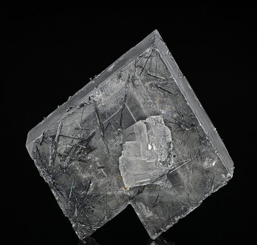 Barite, Stibnite Murray mine, Independence Mountains District, Elko Co., Nevada, USA 2.5 x 2.6 cm (Author: am mizunaka)