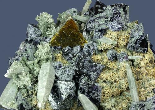Genthelvite with Fluorite and Quartz Huanggangliang Fe mine, Kèshíkèténg Qí, Chifeng Prefecture, Inner Mongolia A.R., China 93 x 81 x 50 mm Close up (Author: GneissWare)
