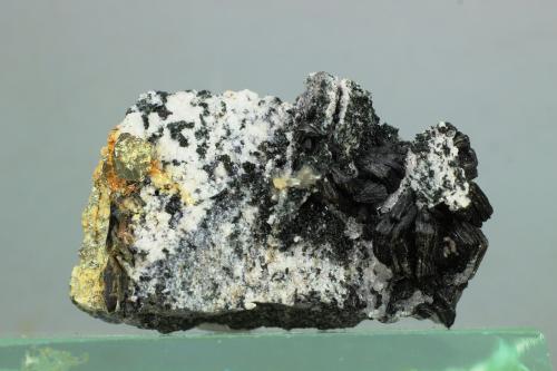 Biotita (Grupo Mica)<br />Coto San Guillermo, Jerez de los Caballeros, Comarca Sierra Suroeste, Badajoz, Extremadura, España<br />45x30x27 mm<br /> (Autor: Juan Espino)