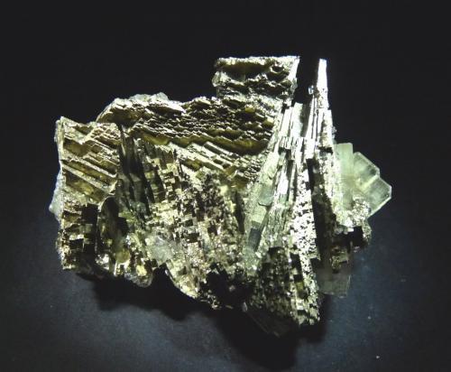 Pirita y Barita<br />Mina Bou Nahas, Zona minera Oumjrane, Alnif, Tarhbalt, Provincia Er Rachidia, Región Drâa-Tafilalet, Marruecos<br />70x45 mm.<br /> (Autor: Jesus Franquesa Baucells)