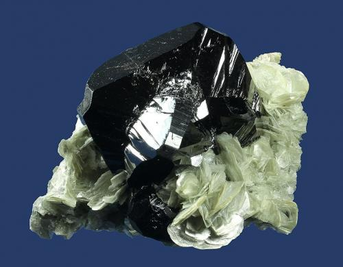 Cassiterite<br />Mount Xuebaoding, Pingwu, Mianyang Prefecture, Sichuan Province, China<br />88.0 x 65.0 x 45.0 mm<br /> (Author: GneissWare)
