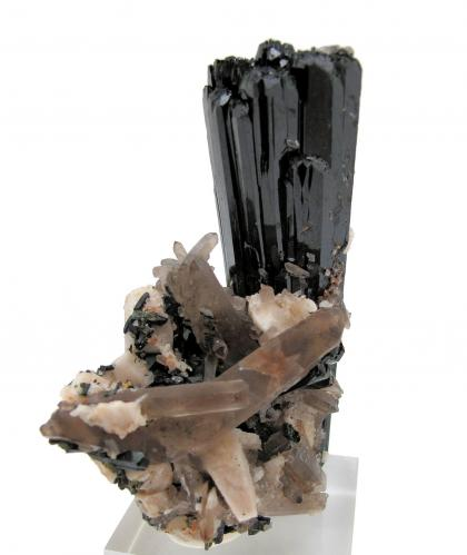 Aegirine, quartz, orthoclase Mount Malosa, Zomba District, Malawi 79 mm x 61 mm. Main crystal: 77 mm tall, 27 mm wide (Author: Carles Millan)
