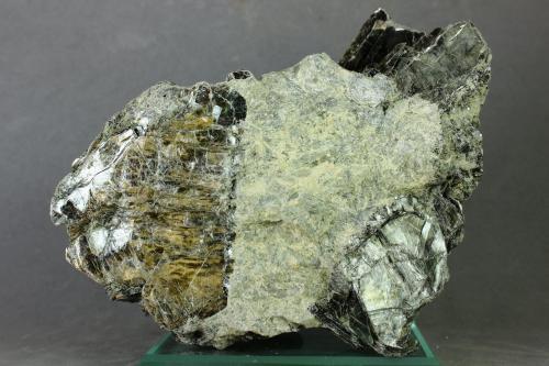 Vermiculita<br />Minas El Valle-Boinás, El Valle, Begega, Belmonte de Miranda, Asturias, Principado de Asturias, España<br />123x78 mm<br /> (Autor: Juan Espino)
