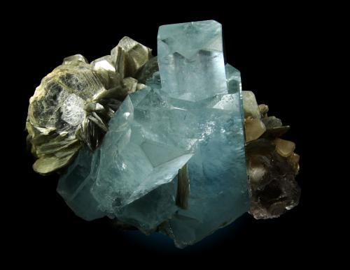 Berilo (variedad aguamarina), Fluorita, Moscovita<br />Chumar Bakhoor, Valle Hunza, Distrito Gilgit, Gilgit-Baltistan (Áreas del Norte), Paquistán<br /><br /> (Autor: Raul Vancouver)