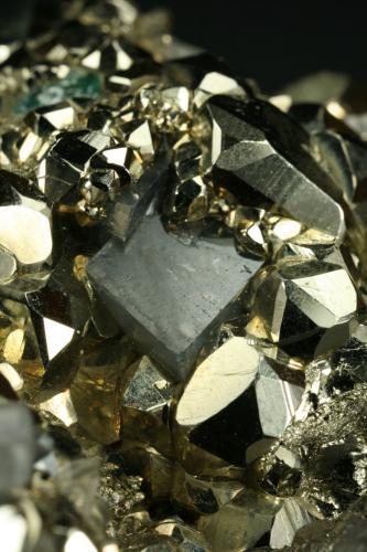 Beryl (variety emerald), Calcite and Pyrite<br />Chivor mining district, El Acuario Mine, Municipio Chivor, Eastern Emerald Belt, Boyacá Department, Colombia<br />Dolomite rhomb ~1cm<br /> (Author: Fiebre Verde)