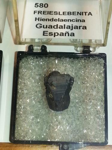 Freieslebenita<br />Hiendelaencina, Comarca Serranía de Guadalajara, Guadalajara, Castilla-La Mancha, España<br />2x2 cm<br /> (Autor: andresdf)