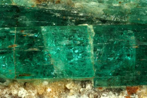 Beryl (variety emerald), Calcite, Albite<br />Kamar Safed, Bazarak District, Panjsher Province, Afghanistan<br />125x40x60mm, main xl=42mm<br /> (Author: Fiebre Verde)