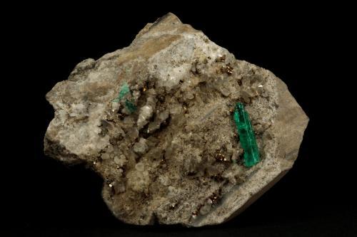 Beryl (variety emerald), Calcite, Albite (var. Cleavelandite), Pyrite<br />Chivor mining district, Municipio Chivor, Eastern Emerald Belt, Boyacá Department, Colombia<br />65x49x67mm, xl=20mm<br /> (Author: Fiebre Verde)